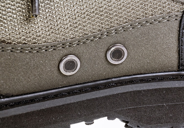 Drain eyelets with mesh grilles